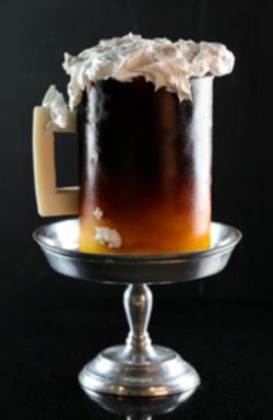 Pastel de cerveza con relleno de caramelo